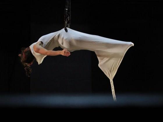 Robe en tissu suspendu - numéros, art du cirque