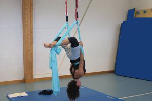 yoga-aerien-cie-drapes-aeriens